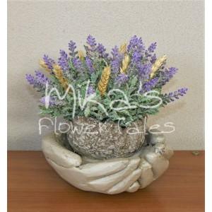 Διακοσμητικά χειροποίητα χέρια με τεχνητά άνθη